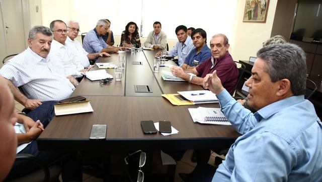 Reunião no Gabinete da prefeita Delia Razuk encaminha solução para o problema da falta de água nas aldeias indígenas de Dourados – Foto: A. Frota