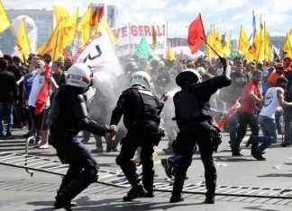 Tumulto entre policiais e manifestantes durante ato convocado pela Central Única dos Trabalhadores – Foto: Agência Brasil