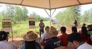Pesquisadora Fabiana Alves em dia de campo sobre Carne Carbono Neutro na Fazenda Boa Aguada em 2016 – Foto: Kadijah Suleiman