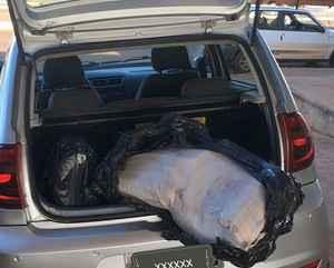 Maconha estava acondicionada no banco de trás e no porta-malas do veículo – Foto: PRF