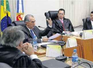 Governador participou da reunião do colégio de conselheiros do MPE para falar das denúncias da JBS – Foto: Álvaro Rezende/Correio do Estado