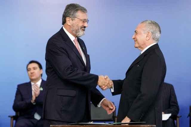 Torquato Jardim (esq) estava no comando do Ministério da Transparência desde junho do ano passado - Foto: Beto Barata/PR