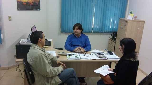 Diretor da Agehab, Sérgio Henrique, discute Programa com o secretário de Agricultura Familiar, Landmark Ferreira Rios - Divulgação