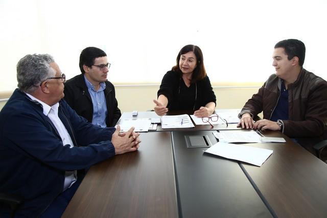 Prefeita Délia, secretário Renato, adjunto Carlos Augusto e o vereador Braz Melo tratando das readequações do Centro Homeopático – Foto: A. Frota