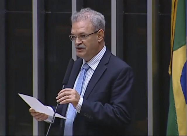 Além de ligar para secretários de Saúde, Geraldo Resende fez cobrança da tribuna da Câmara dos Deputados - Divulgação