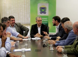 Governador Reinaldo Azambuja se reuniu na manhã desta segunda-feira com representantes do setor produtivo – Foto: Chico Ribeiro