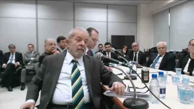 Ex-presidente Lula durante depoimento ao juiz Sérgio Moro em Curitiba - Reprodução/GloboNews