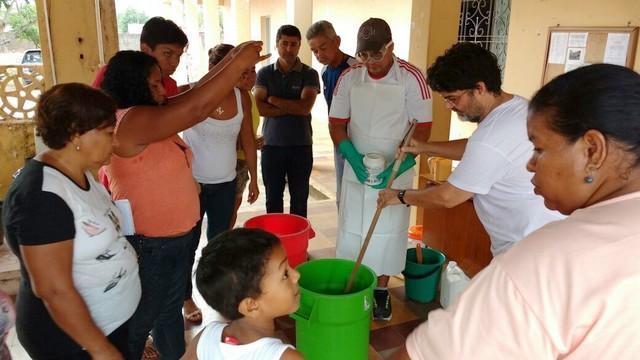 Oficina de sabão líquido em Corumbá - Foto de Fábio Galvani