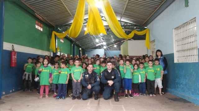 Policiais do 3º BPM realizaram palestras direcionadas ao trânsito aos alunos nas escolas de Dourados - Assessoria