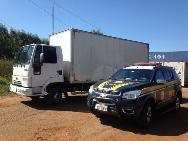 Veículo tinha R$ 337.205,00 em multas – Foto: PRF
