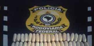 Foram apreendidos 38 cápsulas de cocaína, avaliada em aproximadamente R$ 50 mil – Foto: PRF