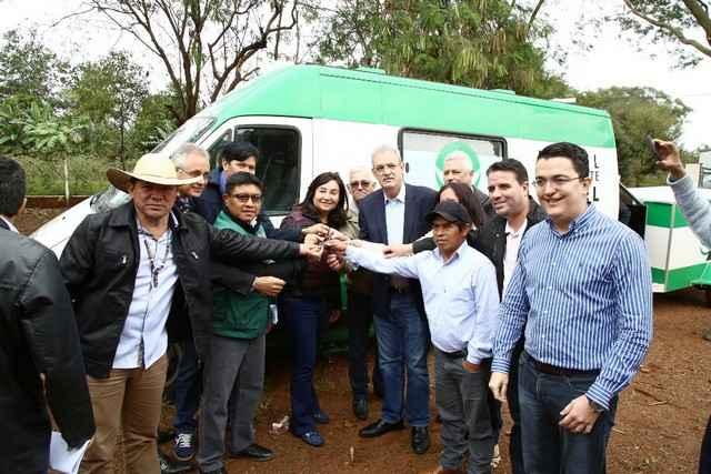 Prefeita Délia Razuk participou da entrega de equipamentos na Aldeia Jaguapiru – Foto: A. Frota