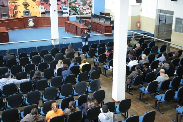 A palestra foi realizada aos servidores da Câmara de Dourados na manhã desta quarta-feira (21) - Foto: Eder Gonçalves