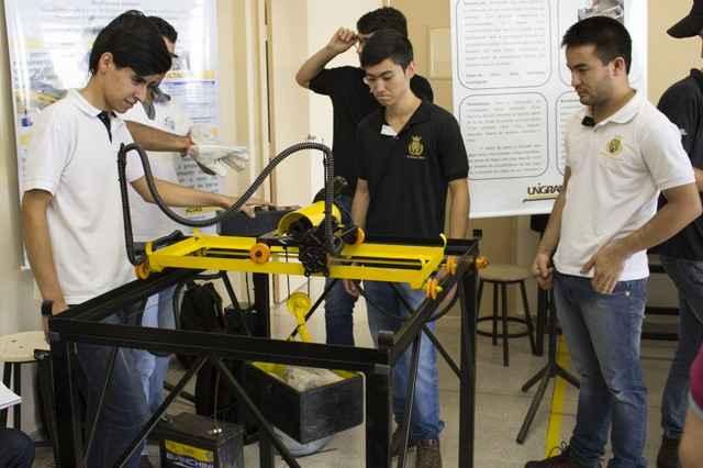 Participaram da Feira acadêmicos de Engenharia Mecânica, Civil e de Software – Foto: Decom