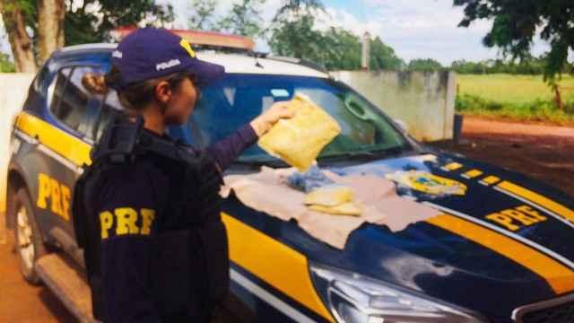 Foram apreendidos 1 quilo de cocaína – Foto: PRF