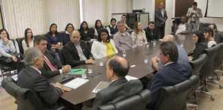 Governador Reinaldo Azambuja recebeu pesquisadores da UFMS e de Manitoba, do Canadá – Foto: Chico Ribeiro