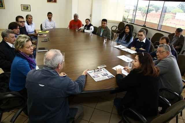 Prefeita Délia Razuk e secretários receberam trabalhadores da São Fernando e vereadores, na manhã desta segunda-feira – Foto: A. Frota