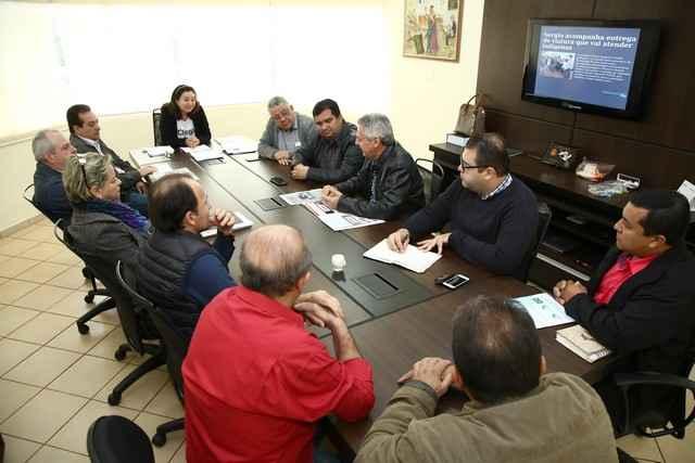 Em reunião com empresários, vereadores e secretários, prefeita Délia defendeu fortalecimento das empresas douradenses - Foto: A. Frota