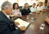 Ato de assinatura foi realizado na governadoria nesta quarta-feira – Foto: Chico Ribeiro