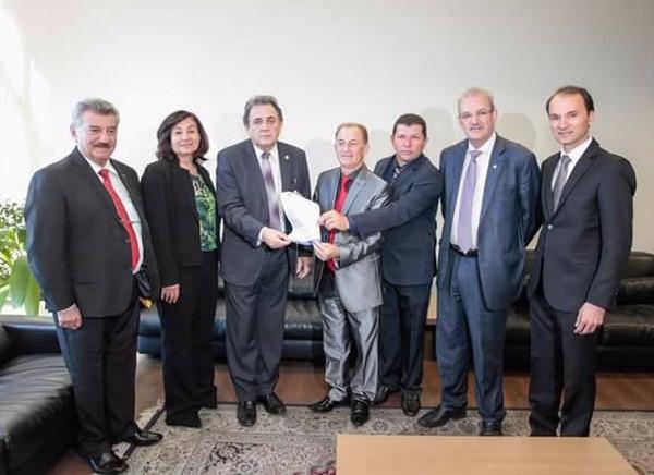 Bebeto encaminhou diversos ofícios aos deputados e senadores, em audiência no Ministério dos Transportes - Divulgação