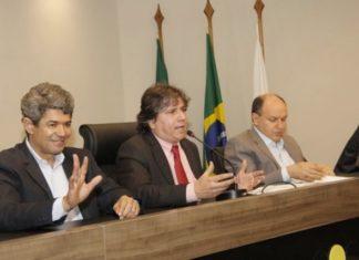 Caravina (centro) durante evento na Assomasul - Foto: Edson Ribeiro