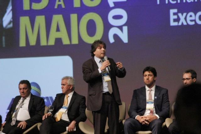 Presidente da Assomasul, Pedro Caravina discursa na XX Marcha a Brasília em Defesa dos Municípios - Foto: Edson Ribeiro