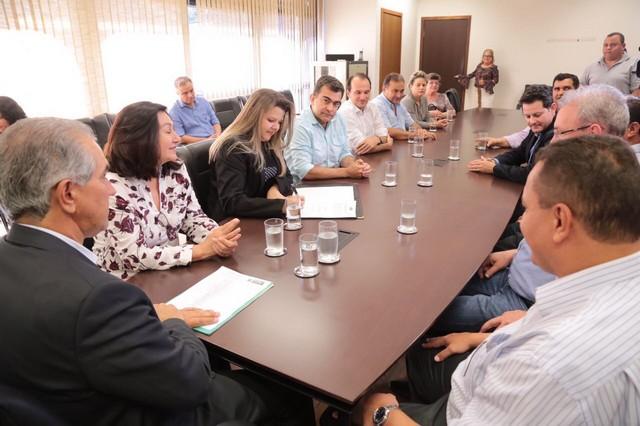 Vereadora Daniela acompanhou a agenda da prefeita Délia Razuk com o governador Reinaldo Azambuja - Divulgação