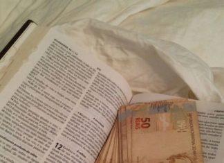 Dinheiro encontrado dentro de Bíblia na operação Labirinto de Creta - Foto: PF/Divulgação