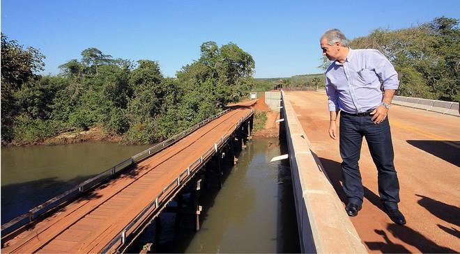 Governador durante inauguração de ponte em Costa Rica – Foto Edemir Rodrigues
