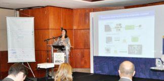 Carolina Andrade, diretora do ISI Biomassa, apresenta o Instituto durante Seminário Abiquim de Tecnologia e Inovação - Divulgação