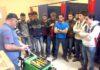 Professores e profissionais da área de soldagem realizaram algumas demonstrações aos alunos durante aula de inauguração do laboratório – Foto: DECOM