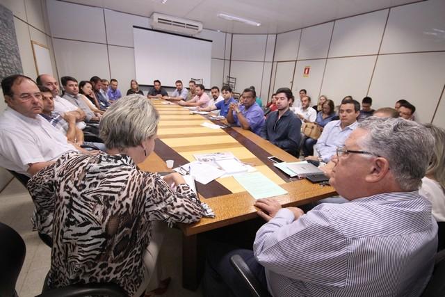 Reunião resulta em sugestões com o intuito de simplificar o processo de emissão de alvarás e habite-se - Foto: Eder Gonçalves