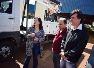 Caminhão foi entregue no CAM e a prefeita Délia Razuk destacou o trabalho da Agetran que será implementado - Foto: Luiz Radai/Assecom