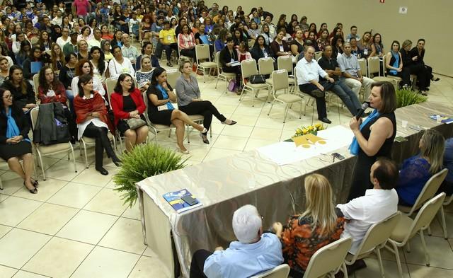 Ledi Ferla mostra ações da Secretaria de Assistência Social em Dourados, durante abertura de Conferência - Foto: A. Frota