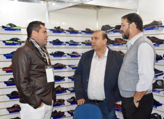 Sérgio Longen com proprietário da indústria de calçados Pegada, que demonstrou interesse de se instalar em MS - Assessoria