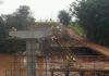 Ponte de concreto armado está sendo construída sobre o rio Amambai, limite do município de Caarapó com Amambai – Foto: Agesul