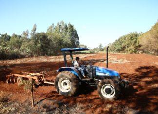 Produtores rurais da Aldeia Jaguapiru têm sido contemplados com o preparo do solo para culturas de subsistência - Foto: A. Frota