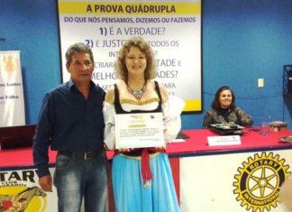 Ivone Macieski recebe a homenagem do Rotary - Divulgação