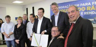 Assinatura foi realizada em cerimônia na Esplanada Ferroviária, em Campo Grande, com a presença do ministro Gilberto Kassab - Foto: Nolli Corrêa
