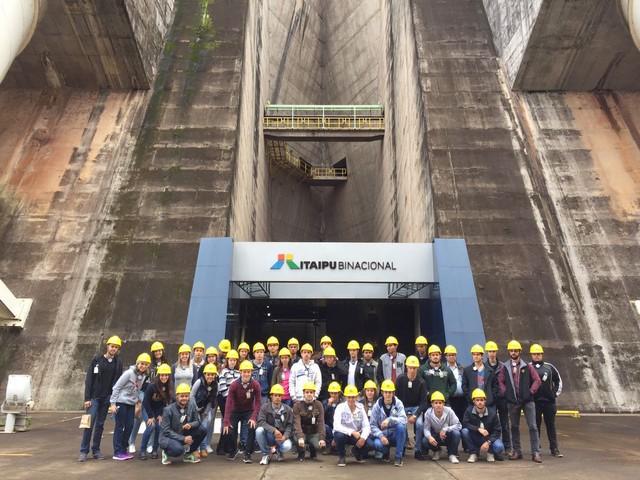 Acadêmicos da UNIGRAN em visita técnica à Usina Hidrelétrica de Itaipu - Divulgação