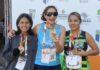 No centro da foto, Bethânia mostra com orgulho uma das medalhas de ouro que conquistou nos Jogos Paralímpicos Universitários - Divulgação