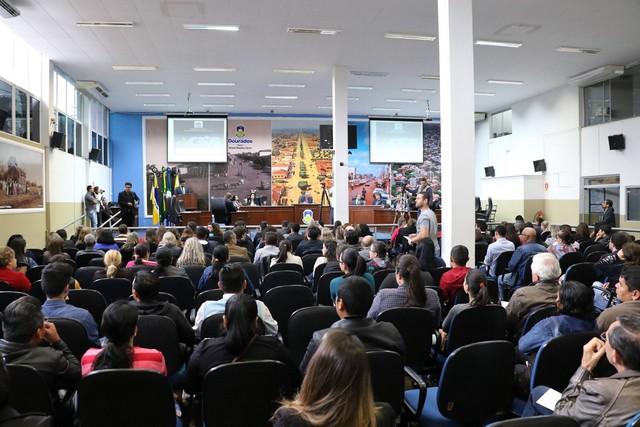 O decreto foi votado em sessão extraordinária realizada na segunda-feira (21) e foi aprovado por 13 votos favoráveis a seis contrários - Foto: Thiago Morais