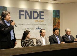 Caravina durante discurso na Assomasul - Foto: Edson Ribeiro
