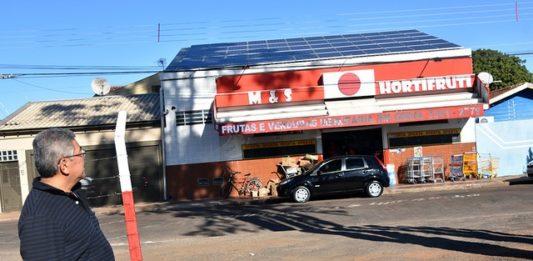 Comércio de hortifrúti instalou um conjunto de placas fotovoltaicas há sete meses e conta de luz que girava em torno dos R$ 9 mil mensais caiu para pouco mais de R$ 130,00 - Divulgação
