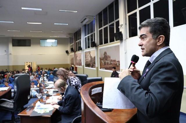 Ao ocupar a tribuna da Câmara na noite desta segunda, Marçal lamentou a forma como ocorreu o despejo de famílias na Vila Erondina - Foto: Assessoria CMD
