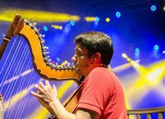 Intenção de Marcelo Loureiro é desenvolver nas aulas o gosto musical dos alunos - Foto: Elis Regina