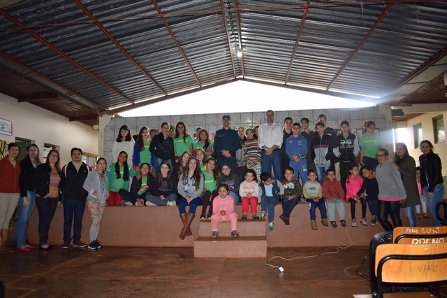 Palestra foi ministrada para cerca de 60 crianças e adolescentes na Escola Senador Saldanha Derzi, no Distrito de Montese - Assessoria