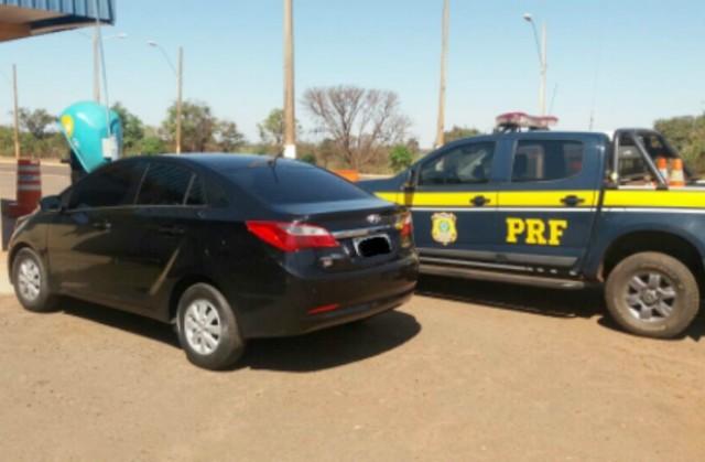 Veículo recuperado, um Hyundai/HB20S, tinha queixa de furto roubo na cidade Jandira/SP – Foto: PRF