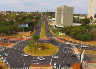 Nova rotatória conta com três faixas de rolamento de acesso pela Avenida Mato Grosso e quatro conjuntos de semáforos inteligentes – Foto: Edemir Rodrigues