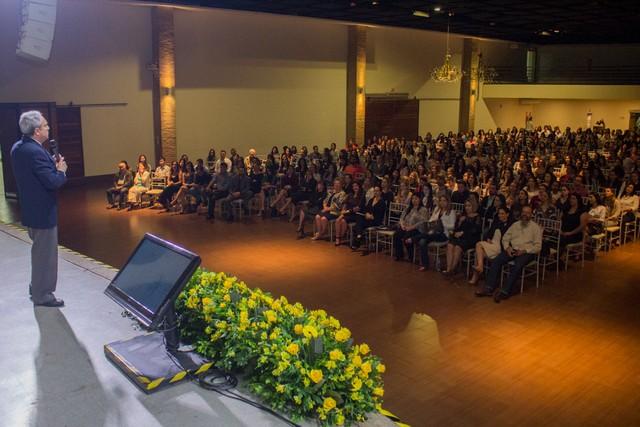 Dr. Nelson Spritzer fala sobre novas tecnologias a acadêmicos e profissionais de Saúde – Foto: Decom